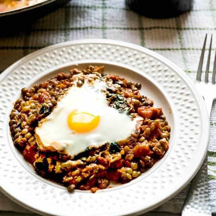 baked egg lentils