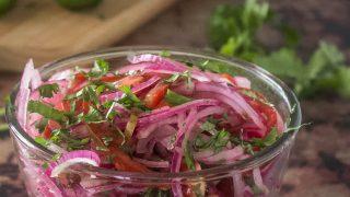 Peruvian Red Onion Tomato Salad (Salsa Criolla)